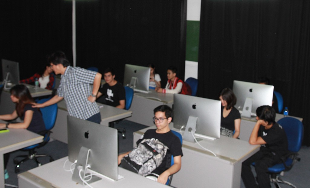 Southville students at the FMA Apple Editing Laboratory